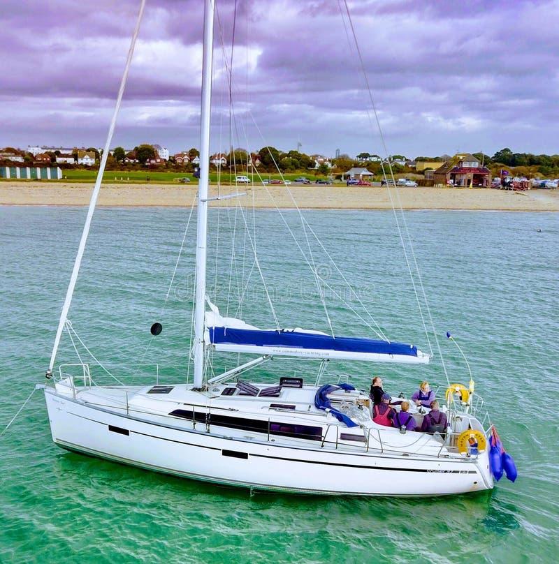 Πλέοντας βάρκα Solent UK στοκ εικόνες