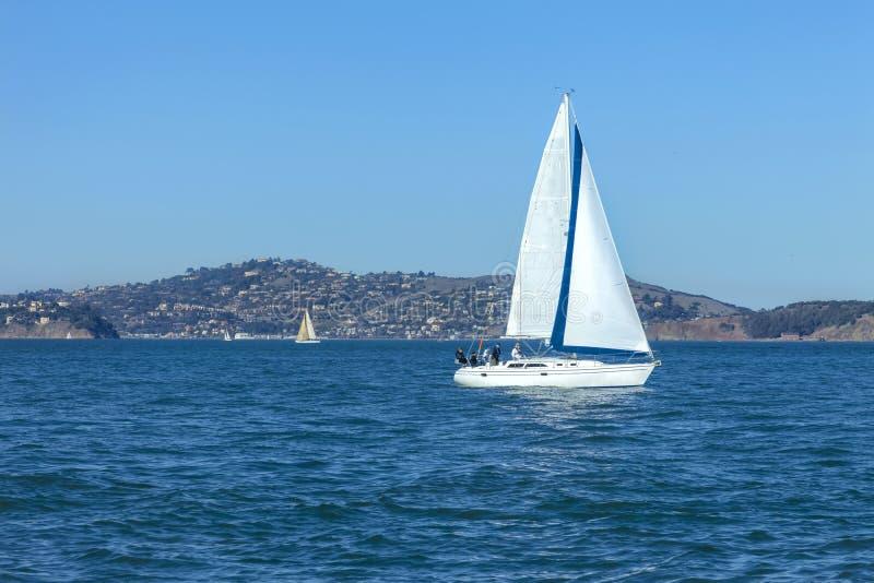 Πλέοντας κόλπος 7 του Σαν Φρανσίσκο στοκ φωτογραφίες με δικαίωμα ελεύθερης χρήσης