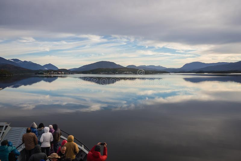 Πλέοντας σε Puerto Ίντεν, Παταγωνία στη Χιλή Fiords στοκ εικόνες