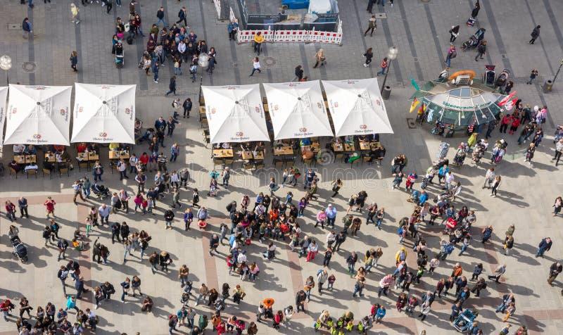Πλήθη των ανθρώπων στο Marienplatz στο Μόναχο στοκ εικόνες με δικαίωμα ελεύθερης χρήσης