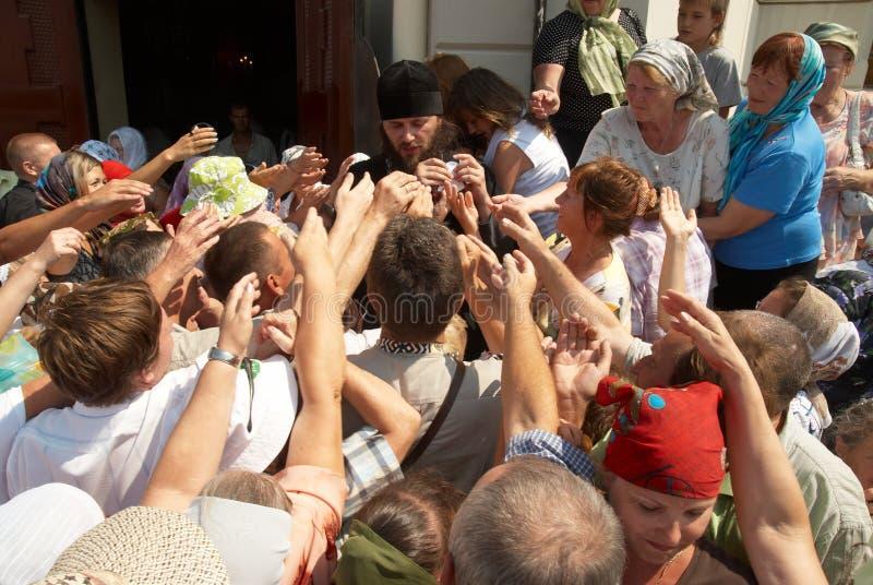 πλήθος κοντά στο ναό στοκ εικόνες
