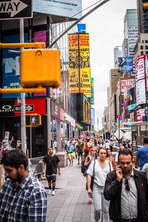 Πλήθος πόλεων της Times Square Νέα Υόρκη στοκ εικόνα με δικαίωμα ελεύθερης χρήσης