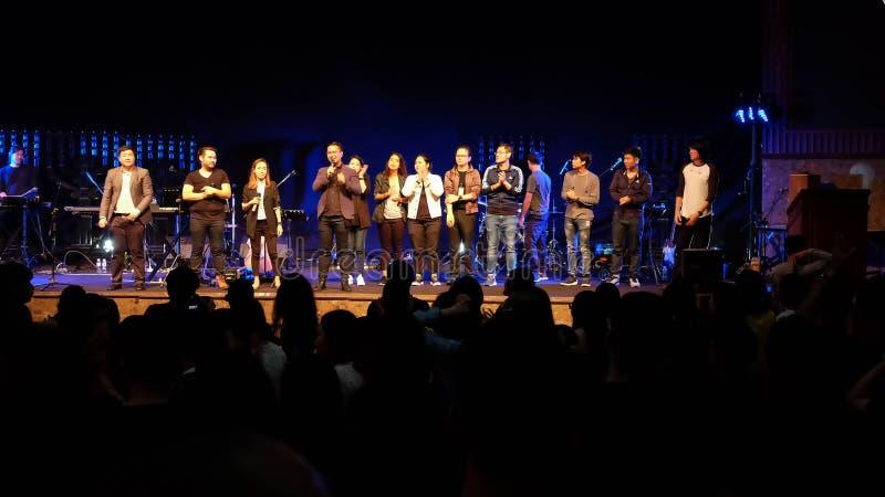 Πλήθος στη συναυλία - χριστιανική συναυλία λατρείας W501 στοκ εικόνα