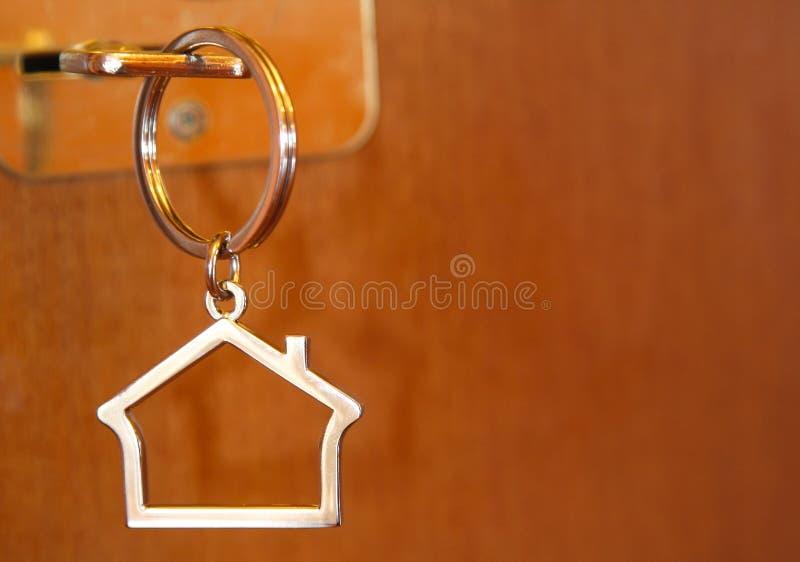 πλήκτρο σπιτιών πορτών στοκ φωτογραφία με δικαίωμα ελεύθερης χρήσης