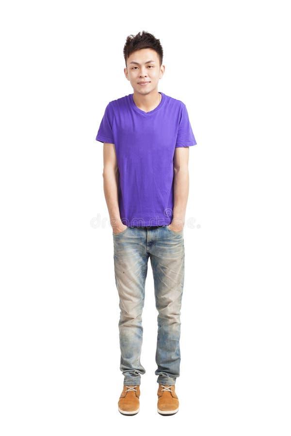 Πλήρες μήκος του μοντέρνου νεαρού άνδρα στοκ εικόνα