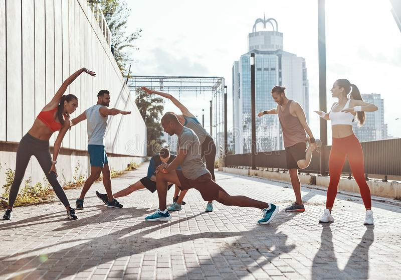 Πλήρες μήκος των ανθρώπων στην αθλητική ενδυμασία στοκ εικόνες με δικαίωμα ελεύθερης χρήσης