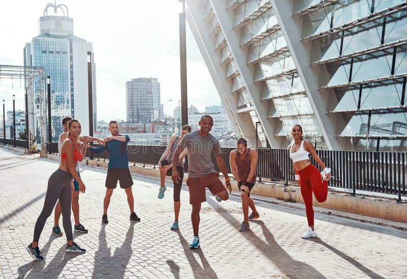 Πλήρες μήκος των ανθρώπων στην αθλητική ενδυμασία στοκ φωτογραφίες με δικαίωμα ελεύθερης χρήσης