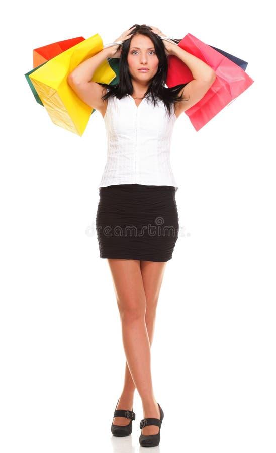Πλήρες μήκος των νέων τσαντών γυναικείων αγορών που απομονώνεται στοκ εικόνα με δικαίωμα ελεύθερης χρήσης