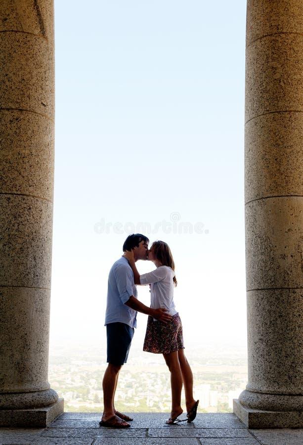 Download Πλήρες φιλώντας ζεύγος μήκους Στοκ Εικόνα - εικόνα από άτομα, φιλί: 22775167