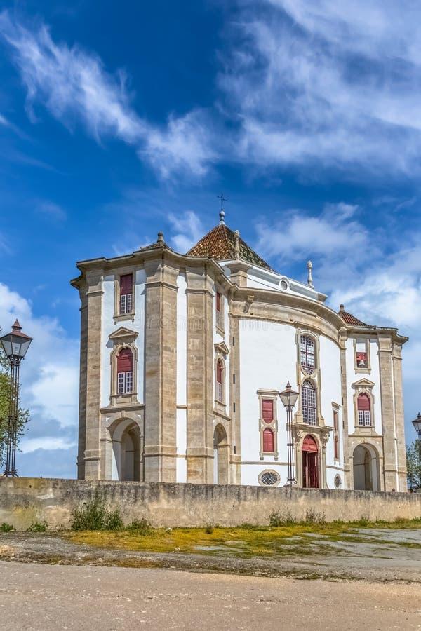 Πλήρης πανοραμική άποψη του κλασικού μπαρόκ κτηρίου, άδυτο Λόρδου Ιησούς DA Pedra, καθολικό θρησκευτικό κτήριο σε Obidos, στοκ εικόνα
