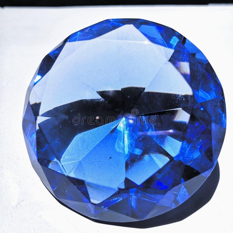 Πλήρης όψη του γένους blue glass gem στοκ εικόνες με δικαίωμα ελεύθερης χρήσης