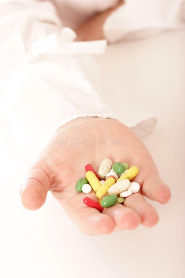 πλήρη χάπια χεριών στοκ φωτογραφίες