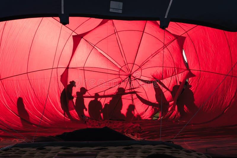 Πλήρωμα μπαλονιών ζεστού αέρα στοκ φωτογραφία με δικαίωμα ελεύθερης χρήσης