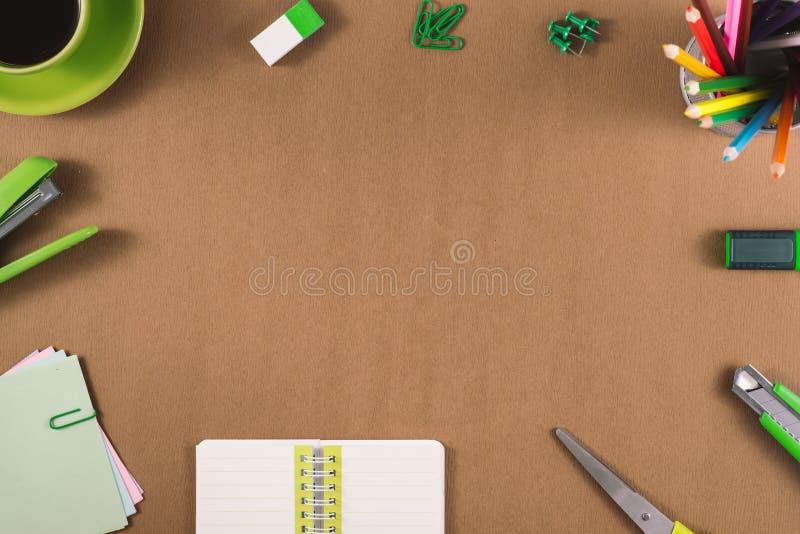 Πλαίσιο προμηθειών σχολείου και γραφείων στοκ φωτογραφία