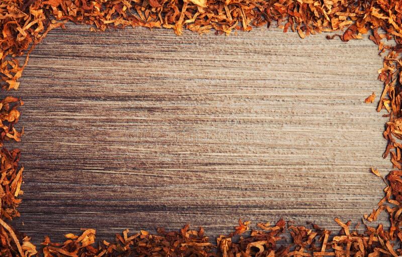 Πλαισιωμένος με τον καπνό στην ξύλινη ανασκόπηση στοκ εικόνες με δικαίωμα ελεύθερης χρήσης