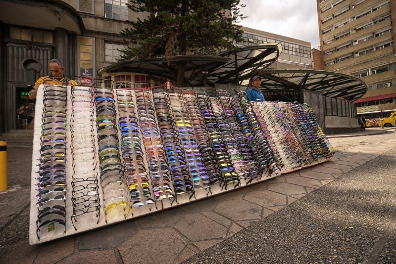 Πλανόδιος πωλητής Sunglass σε Medellin, Κολομβία στοκ εικόνες