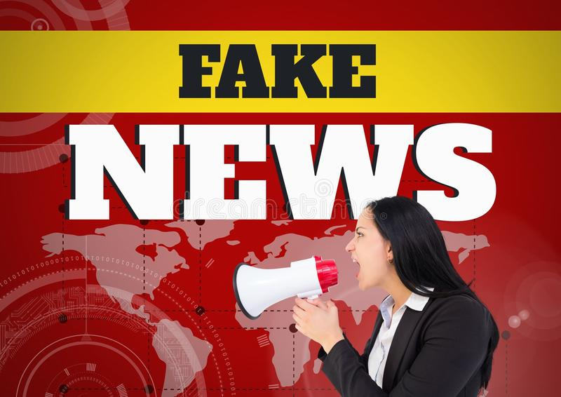 Πλαστές κείμενο και γυναίκα ειδήσεων που φωνάζουν megaphone μπροστά από τον παγκόσμιο χάρτη στοκ φωτογραφία με δικαίωμα ελεύθερης χρήσης