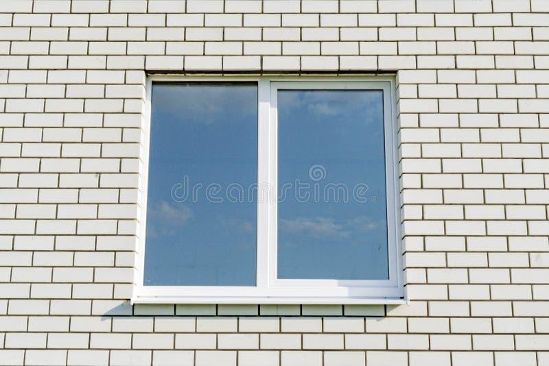 Πλαστικά παράθυρα στο νέο σπίτι στοκ φωτογραφία με δικαίωμα ελεύθερης χρήσης