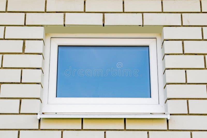 Πλαστικά παράθυρα στο νέο σπίτι στοκ εικόνες με δικαίωμα ελεύθερης χρήσης