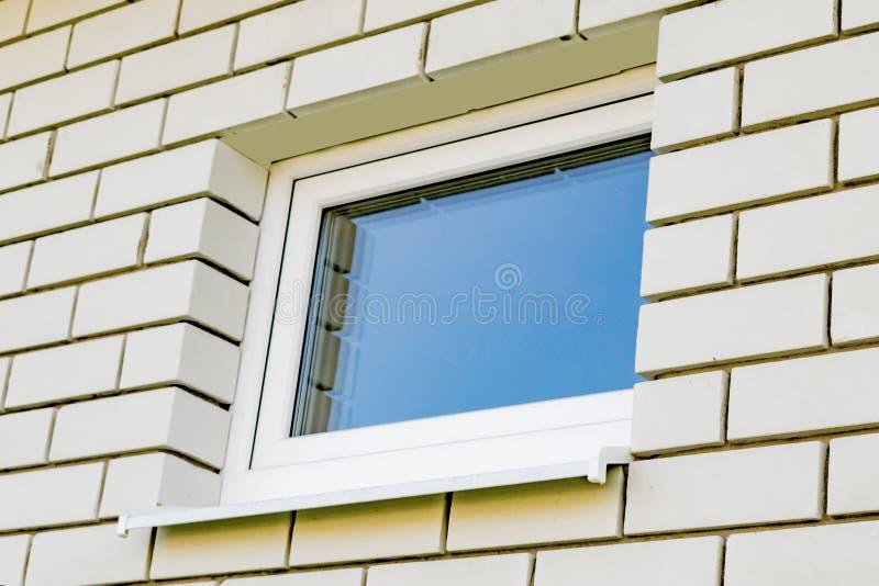 Πλαστικά παράθυρα στο νέο σπίτι στοκ εικόνα με δικαίωμα ελεύθερης χρήσης