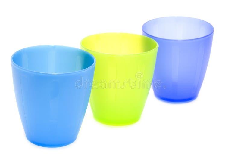 Πλαστικά φλυτζάνια χρώματος στοκ εικόνα με δικαίωμα ελεύθερης χρήσης
