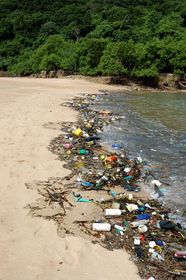 Πλαστική ρύπανση στη θάλασσα στοκ εικόνες