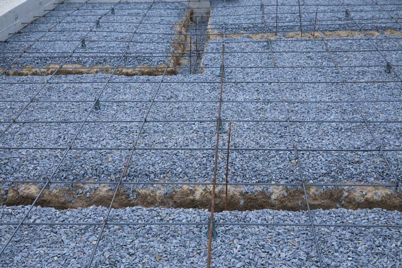 Πλαστικοί συναρμολογητές ενίσχυσης Πλέγμα καλωδίων σιδήρου για τα πατώματα των κτηρίων στοκ εικόνα με δικαίωμα ελεύθερης χρήσης