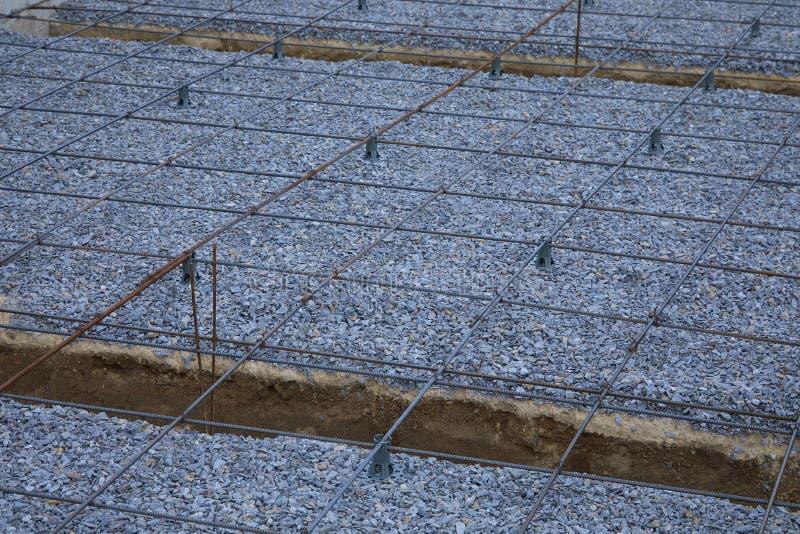 Πλαστικοί συναρμολογητές ενίσχυσης Πλέγμα καλωδίων σιδήρου για τα πατώματα των κτηρίων στοκ φωτογραφίες με δικαίωμα ελεύθερης χρήσης