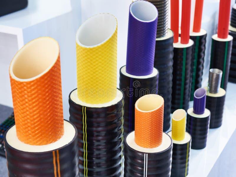 Πλαστικοί σωλήνες χρώματος για τη βιομηχανικές παροχή νερού και τη θέρμανση στοκ φωτογραφία με δικαίωμα ελεύθερης χρήσης
