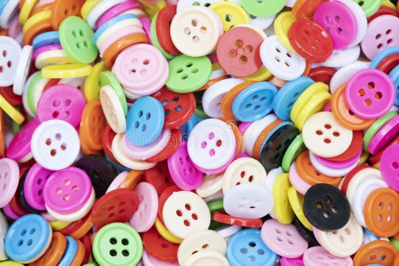 Πλαστικός ζωηρόχρωμος κουμπιών για το υπόβαθρο στοκ εικόνες