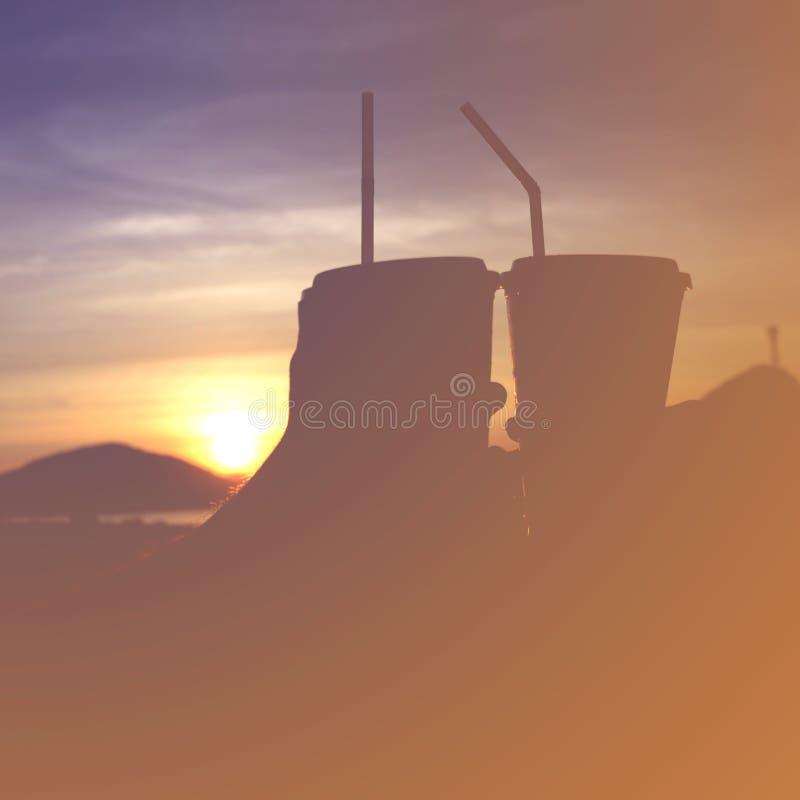 Πλαστικό γυαλί στο ηλιοβασίλεμα στοκ εικόνες