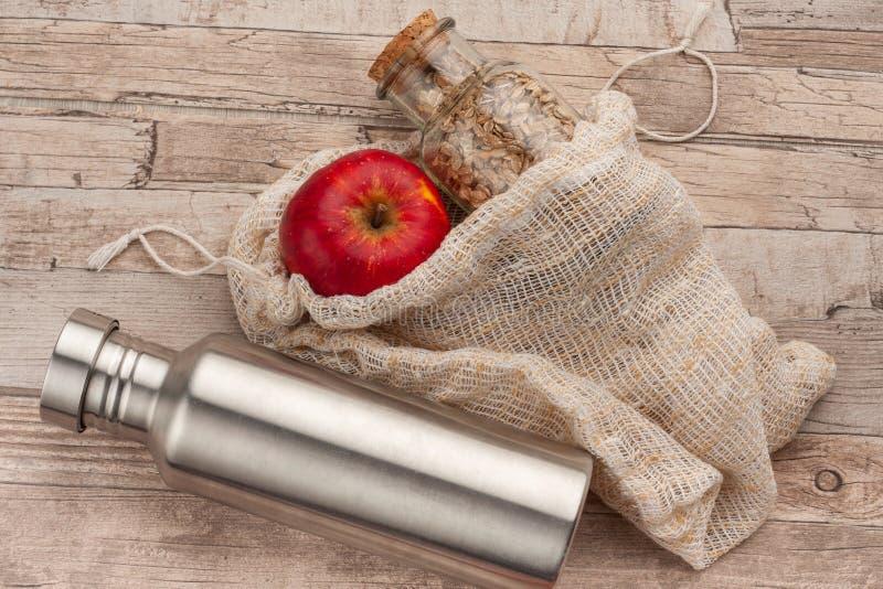Πλαστικό ελεύθερο μηδέν υγιές μεσημεριανό γεύμα αποβλήτων για να πάει στοκ εικόνες