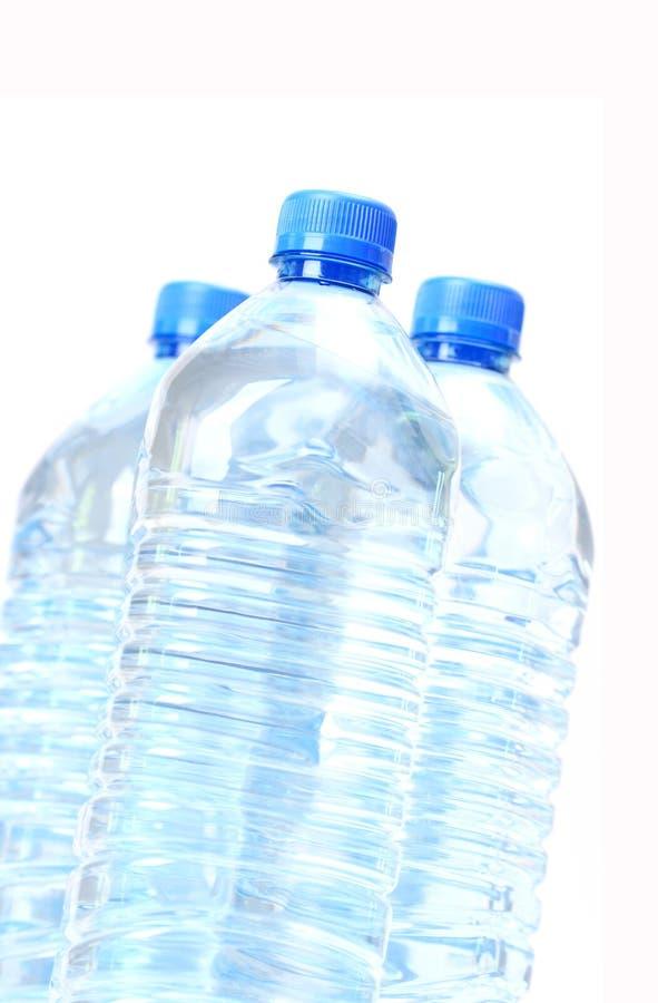πλαστικό πόσιμο ύδωρ μπουκαλιών στοκ φωτογραφία