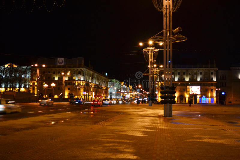 Πλατεία Οκτωβρίου τη νύχτα, Μινσκ στοκ εικόνα