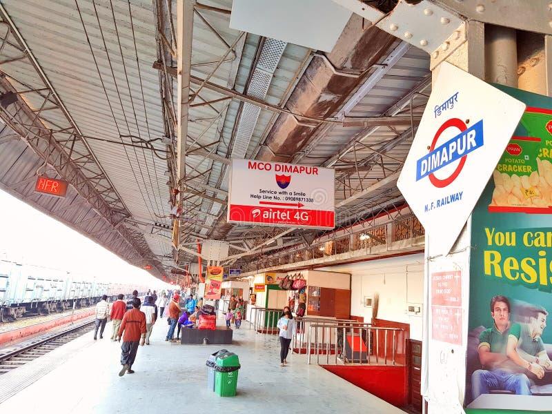 Πλατφόρμα σιδηροδρόμων του σιδηροδρομικού σταθμού Dimapur στοκ φωτογραφία