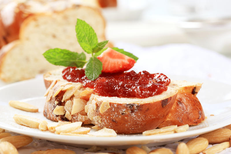 πλεγμένο γλυκό ψωμιού στοκ φωτογραφίες με δικαίωμα ελεύθερης χρήσης