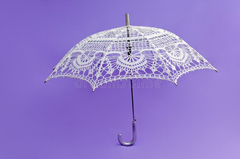πλεγμένο λευκό ομπρελών στοκ εικόνα με δικαίωμα ελεύθερης χρήσης