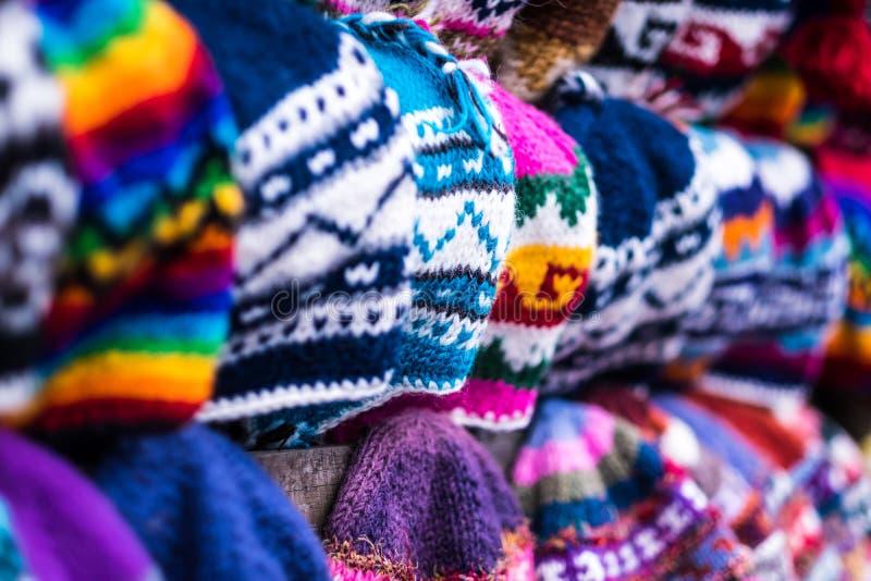Πλεκτά καπέλα στη νεπαλική υπαίθρια αγορά, κινηματογράφηση σε πρώτο πλάνο στοκ φωτογραφία με δικαίωμα ελεύθερης χρήσης
