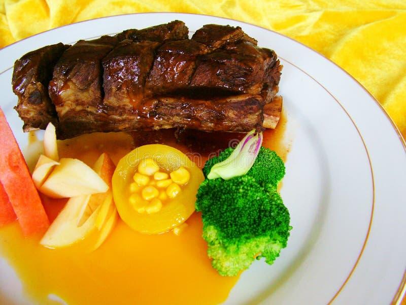 Download πλευρά σχαρών στοκ εικόνα. εικόνα από μαγειρευμένος, κουζίνα - 13175091