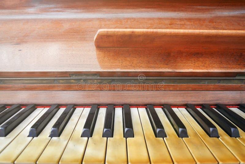 Πληκτρολόγιο ενός καλά φορεμένου πιάνου στοκ φωτογραφίες με δικαίωμα ελεύθερης χρήσης