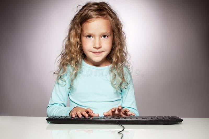 πληκτρολόγιο υπολογιστών παιδιών στοκ εικόνα με δικαίωμα ελεύθερης χρήσης