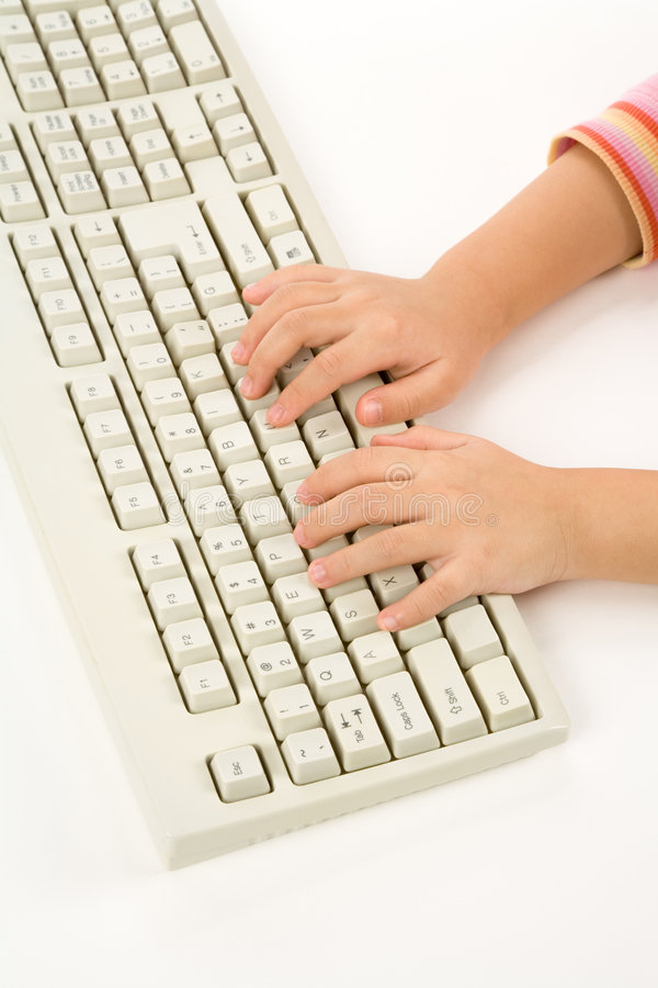 πληκτρολόγιο χεριών παιδιών στοκ φωτογραφία με δικαίωμα ελεύθερης χρήσης