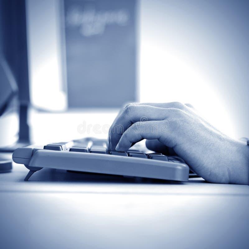 πληκτρολόγιο χεριών στοκ φωτογραφίες με δικαίωμα ελεύθερης χρήσης