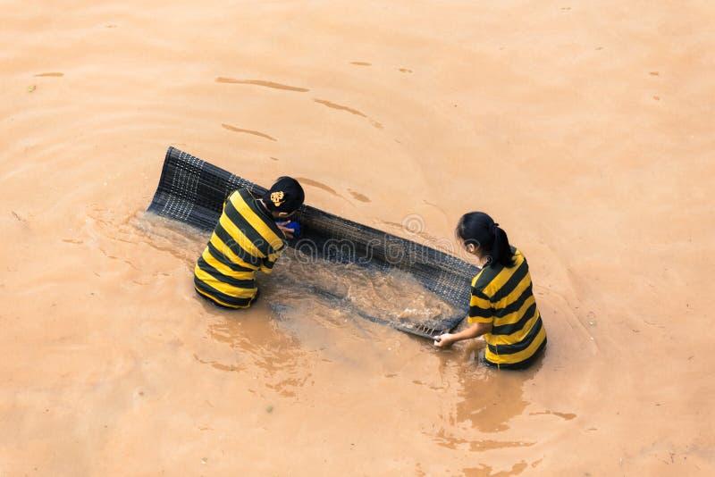 Πλημμύρα που προκαλείται από την τροπική θύελλα κοντά στην πόλη ποταμών στη Μαλαισία στοκ φωτογραφία
