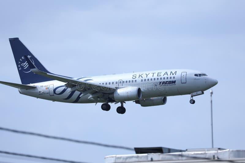 Πλησιάζοντας αερολιμένας αεροπλάνων Tarom, έτοιμος για την προσγείωση στοκ εικόνες με δικαίωμα ελεύθερης χρήσης