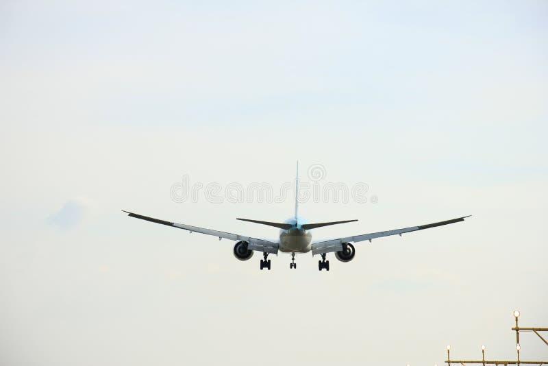 Πλησιάζοντας διάδρομος αεροπλάνων στοκ φωτογραφία
