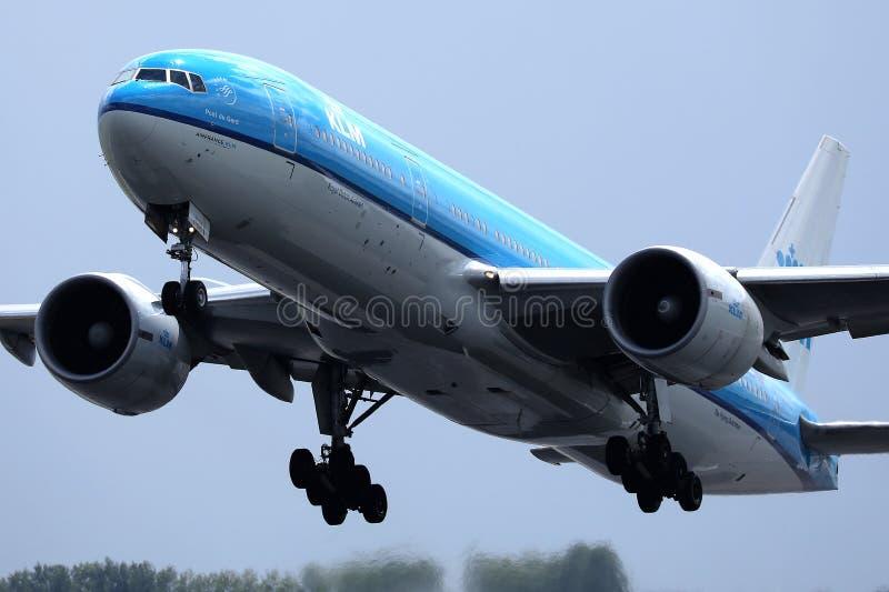 Πλησιάζοντας διάδρομος αεροπλάνων KLM στοκ εικόνα