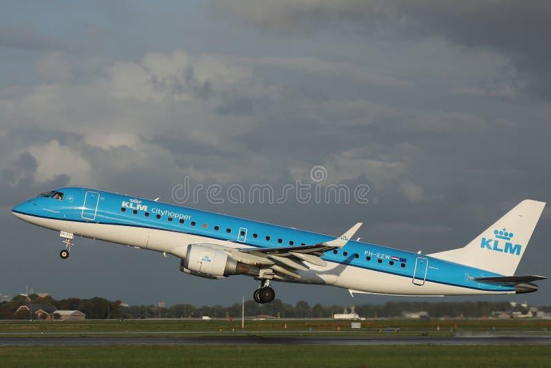 Πλησιάζοντας διάδρομος αεροπλάνων KLM στοκ φωτογραφίες με δικαίωμα ελεύθερης χρήσης