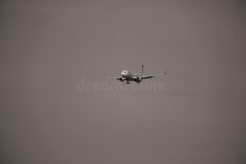Πλησιάζοντας διάδρομος αεροπλάνων Smartwings στοκ φωτογραφίες με δικαίωμα ελεύθερης χρήσης