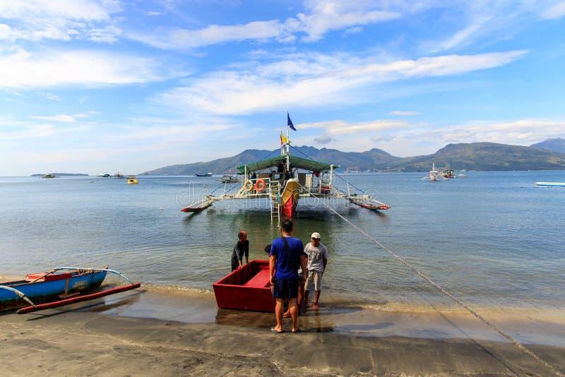 Πλοίο προετοιμάζεται για μια περιοδεία στο Subic bay, Subic, Φιλιππίνες, 22 Νοε 2019 στοκ φωτογραφία